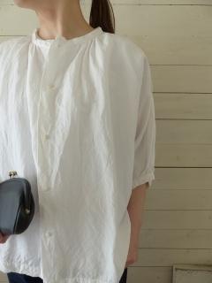 商品「jujudhau(ズーズーダウ) ノーカラーパフスリーブシャツ」の商品画像