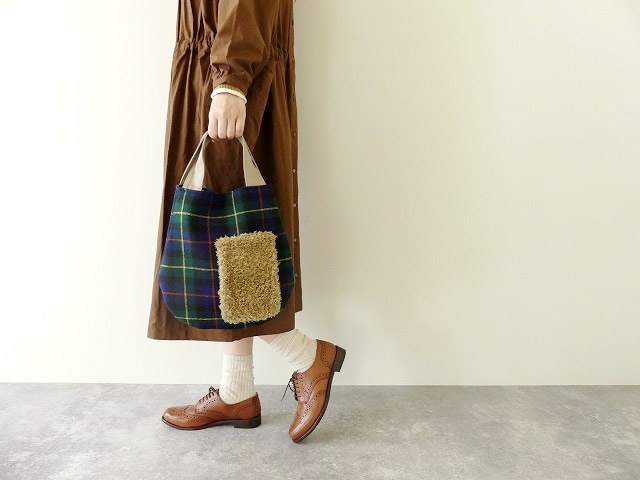 プードルファーのポケット付きウールチェックトートバッグ
