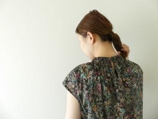 LIBERTY Wild Flowers リバティ ワイルドフラワーズ シャーリングネックワンピースの商品画像15