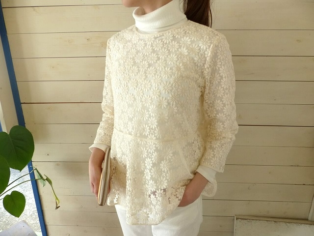 nesessaire(ネセセア) Tulle embroidery blouse(18-1-3010)